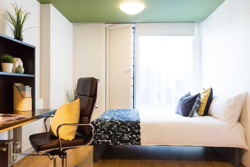 Chapter-Spitalfields-London-Gold-Studio-Bedroom-Unilodgers
