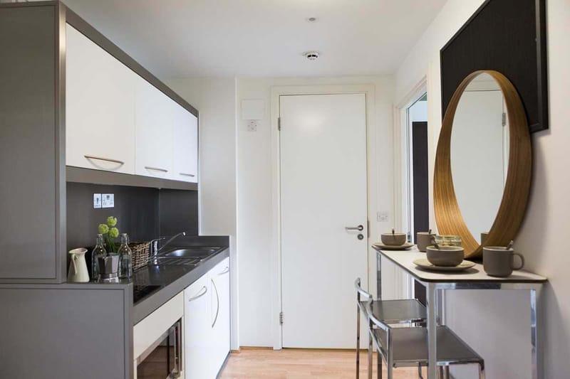 Chapter-Spitalfields-London-Platinum-Studio-Kitchen-01-Unilodgers