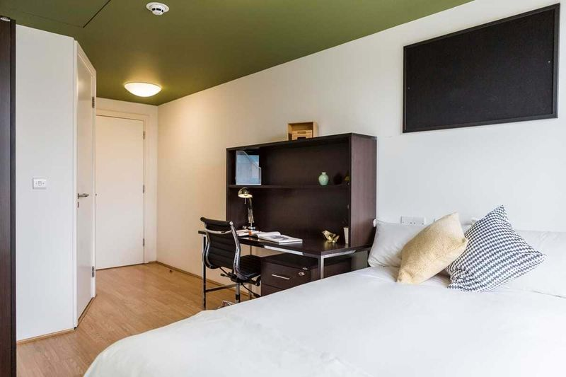 Chapter-Spitalfields-London-Silver-Ensuite-Room-Unilodgers