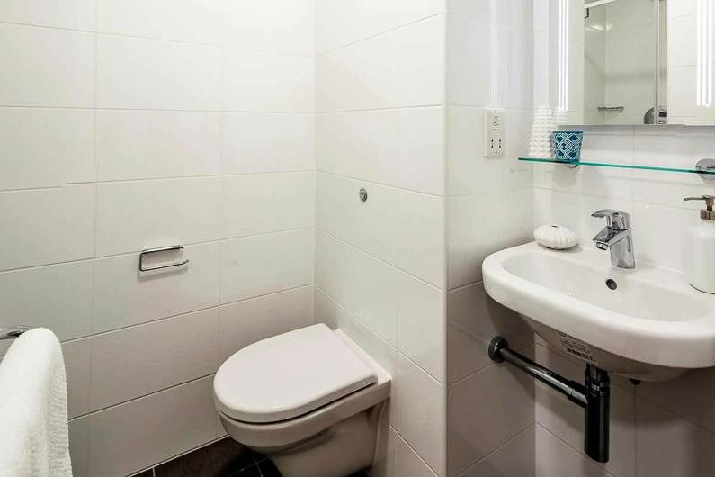 Chapter-White-City-London-Bathroom-Unilodgers