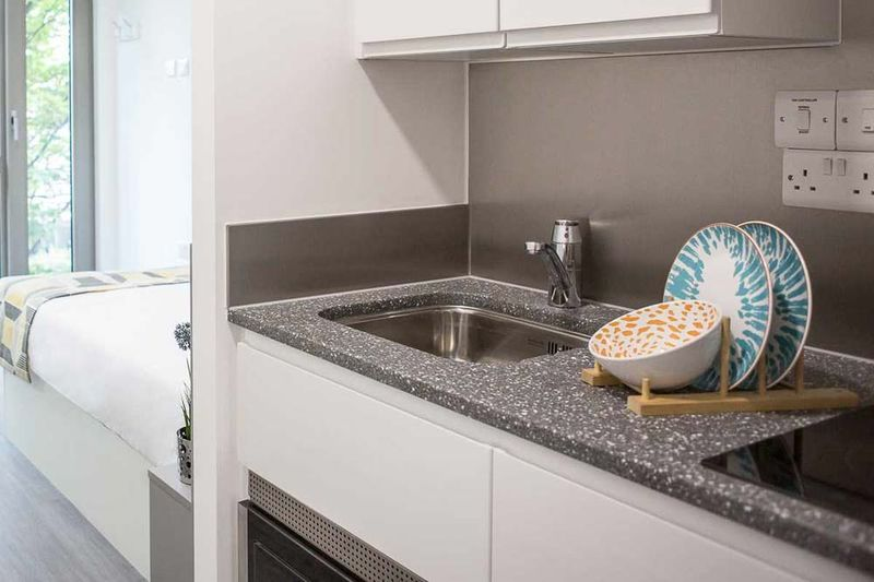 Chapter-White-City-London-Kitchen-1-Unilodgers
