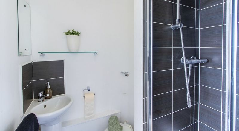 Chelsea-Lightfoot-Hall-London-Shared-Bathroom-Unilodgers