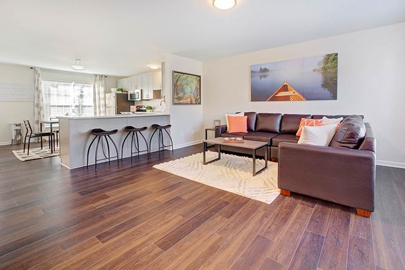 Copper Beech Baywater-West Lafayette-IN-Living-Unilodgers