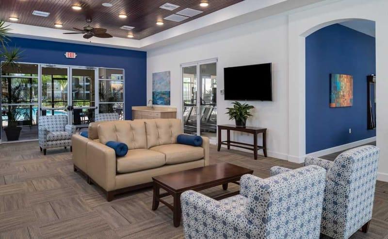 Eagle-Landing-Daytona-Beach-FL-Common-Room-With-TV-Unilodgers