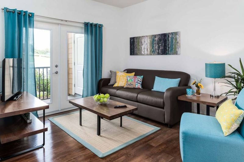 Eagle-Landing-Daytona-Beach-FL-Living-Area-With-TV-Unilodgers