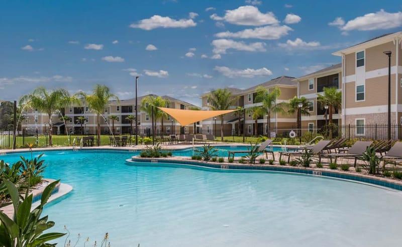 Eagle-Landing-Daytona-Beach-FL-Swimming-Pool-Unilodgers