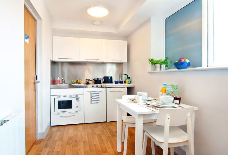 Earlsdon-Street-Portsmouth-Shared-Kitchen-Dining-Area-1-Unilodgers