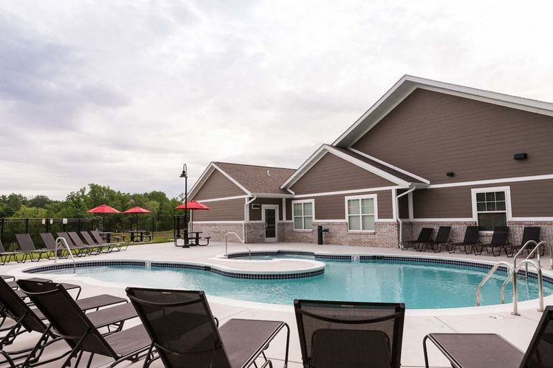 Enclave-Edwardsville-IL-Swimming-Pool-Unilodgers