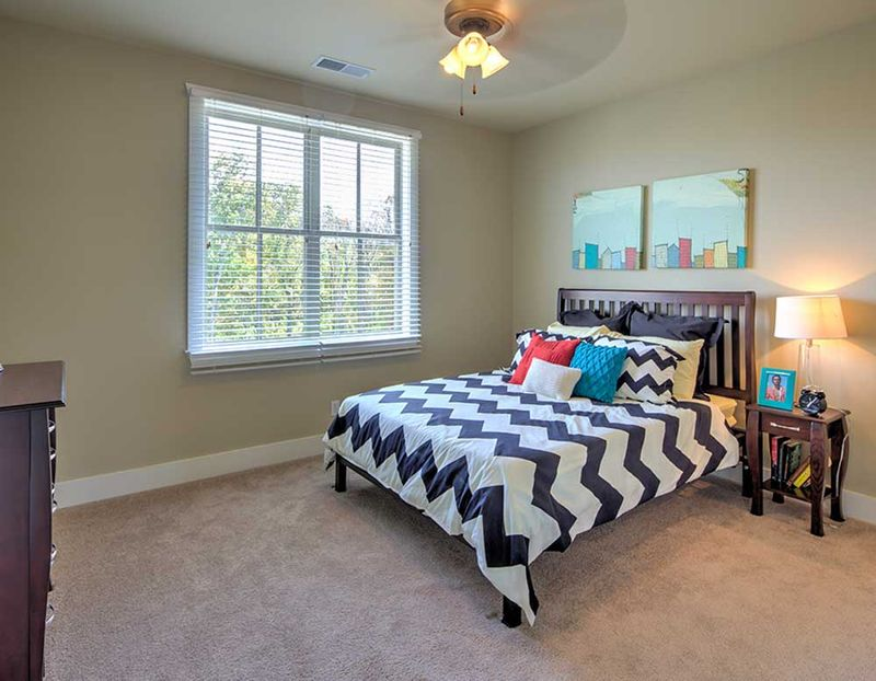 Grayson-Cottages-Columbia-MO-Bedroom-Unilodgers