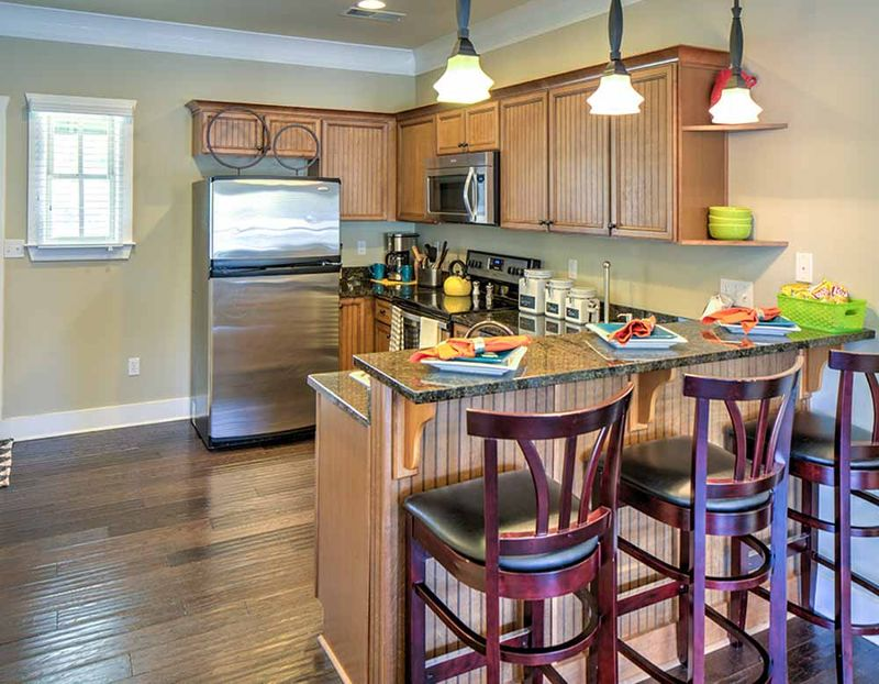 Grayson-Cottages-Columbia-MO-Kitchen-With-Breakfast-Bar-Unilodgers