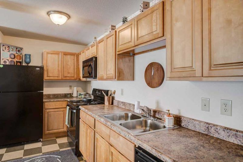 Grove-At-Huntsville-TX-Kitchen-Unilodgers