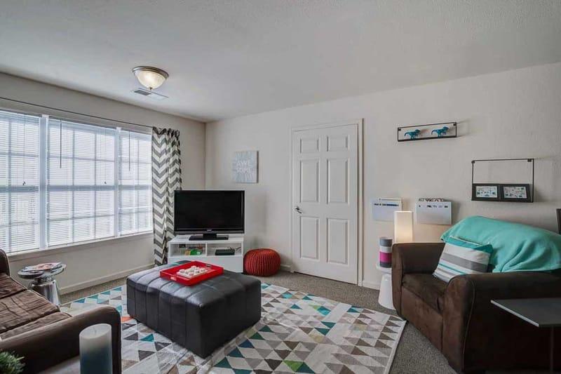 Grove-At-Huntsville-TX-Living-Room-Unilodgers