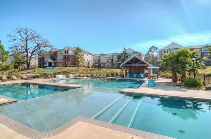 Grove-At-Huntsville-TX-Poolside-Unilodgers