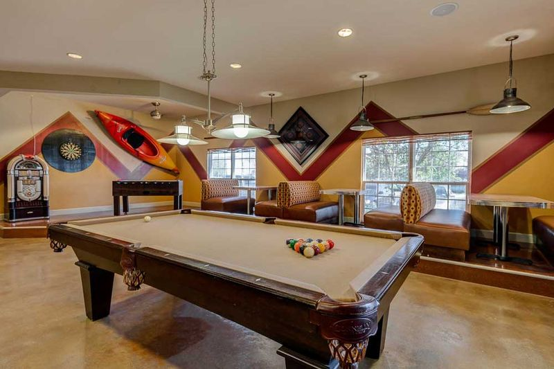 Grove-At-Stephenville-TX-Game-Room-Unilodgers