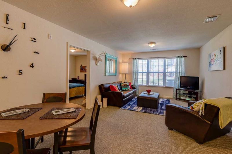 Grove-At-Stephenville-TX-Living-Room-Unilodgers