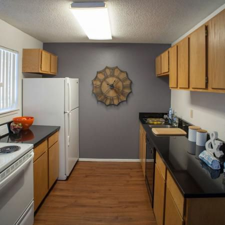 Hawks-Pointe-Lawrence-KS-Kitchen-Unilodgers