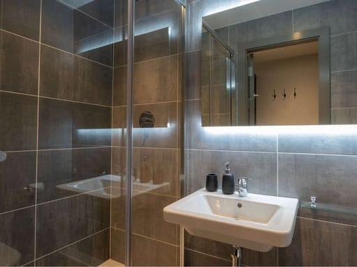 Highlight-Dublin-Ensuite-Bathroom-Unilodgers