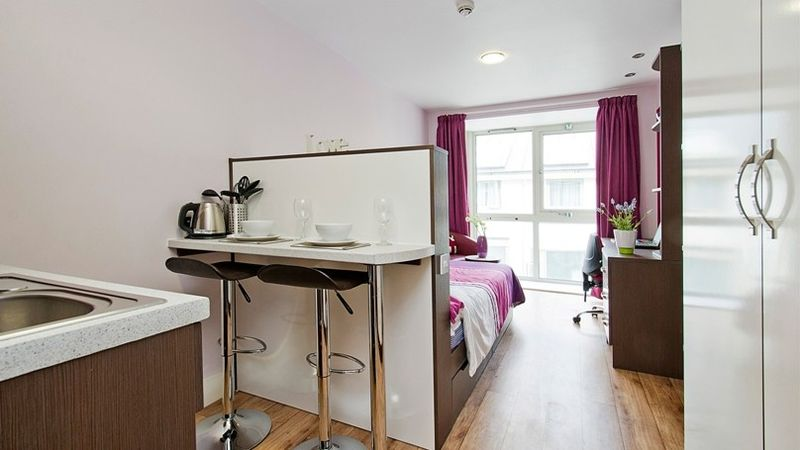 IQ-Hoxton-London-Bronze-Studio-Plus-Kitchen-2-Unilodgers