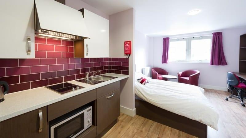 IQ-Hoxton-London-Platinum-En-Suite-Shared-Living-Area-Unilodgers