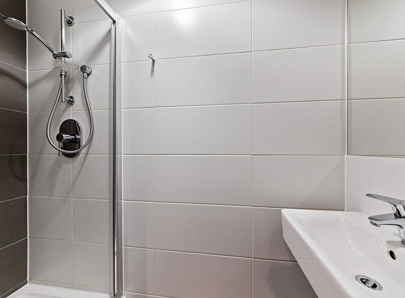IQ-Paris-Gardens-London-Bathroom-Unilodgers