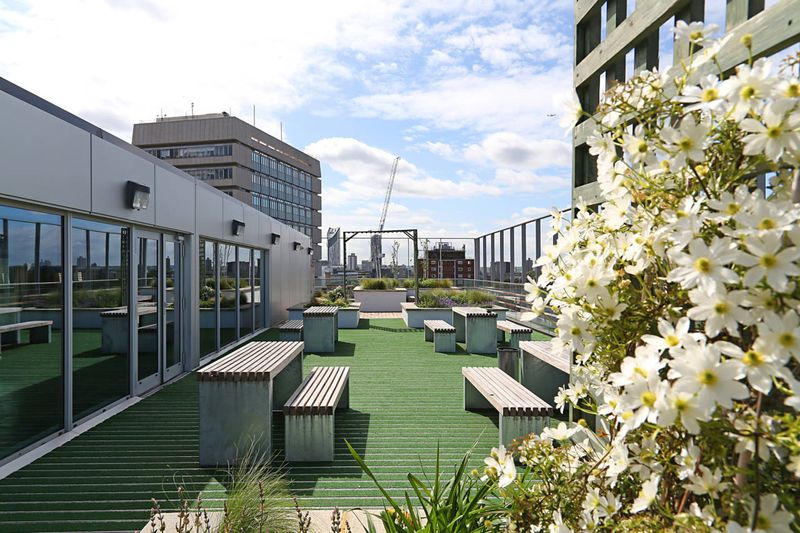 IQ-Paris-Gardens-London-Outdoor1-Unilodgers
