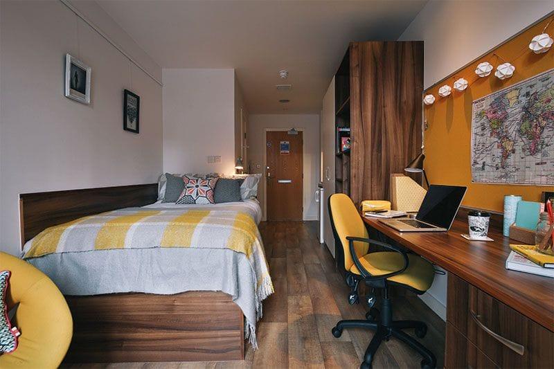 IQ-Shoreditch-London-Bedroom-1-Unilodgers