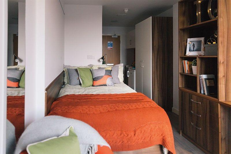 IQ-Shoreditch-London-Bedroom-Unilodgers