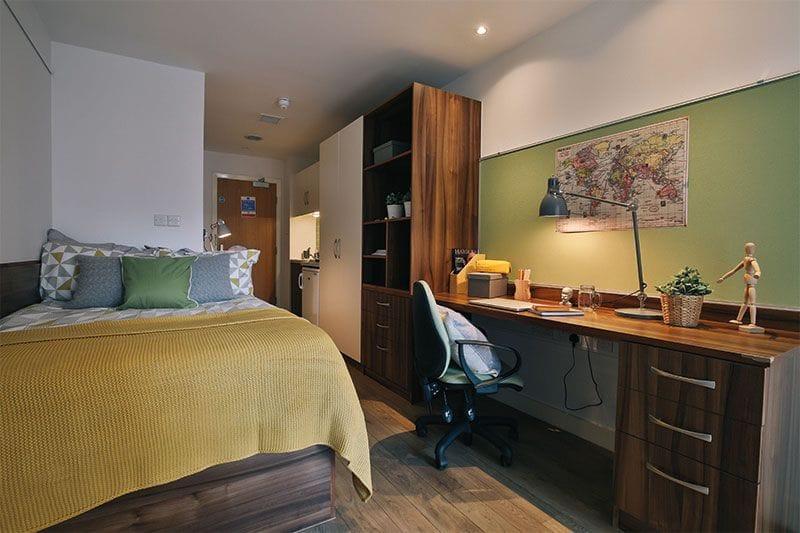 IQ-Shoreditch-London-Bronze-Studio-Unilodgers