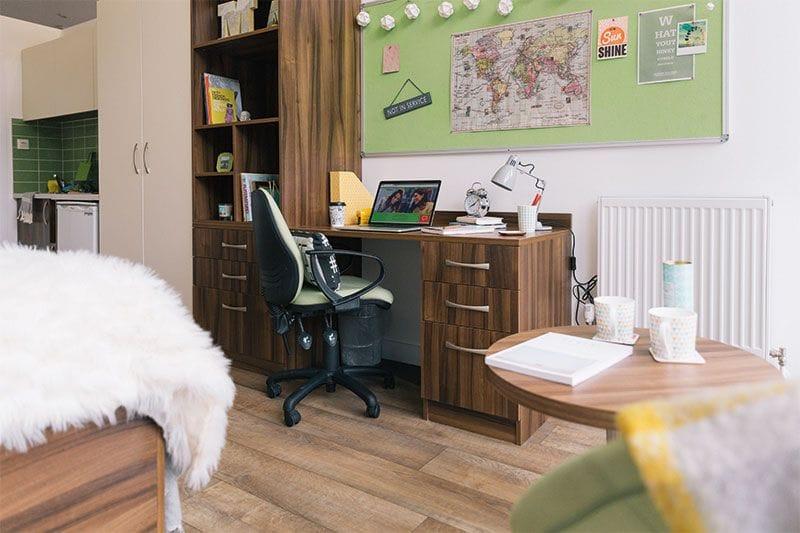 IQ-Shoreditch-London-Desk-and-Study-Area-Unilodgers