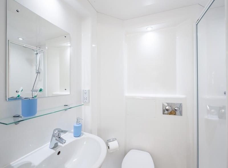 IQ-Twerton-Mill-Bath-Bathroom-Unilodgers