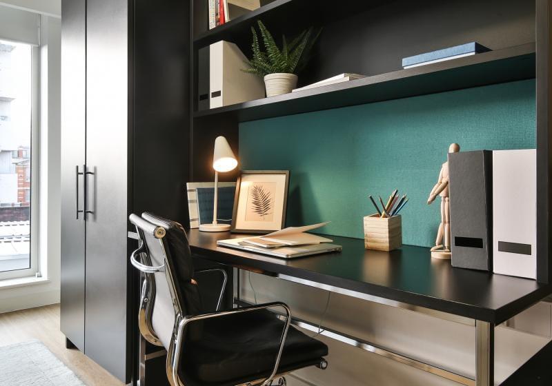 IQ-Bankside-London-Bronze-Studio-plus-Study-Desk-Unilodgers