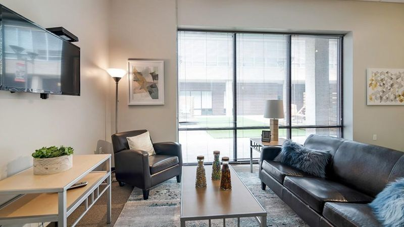 Icon-Student-Spaces-Saint-Louis-MO-Living-Area-With-TV-Unilodgers