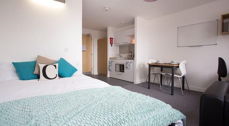 Kelvingrove-House-Glasgow-Bedroom-1-Unilodgers