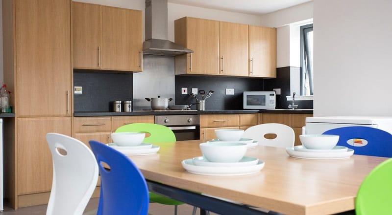 Kelvingrove-House-Glasgow-Shared-Dining-Living-Area-Unilodgers
