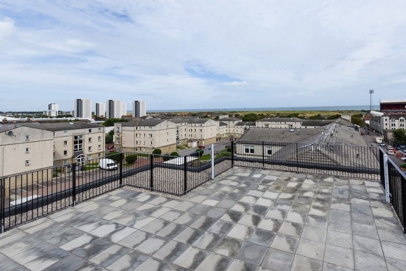 Pittodrie-Street-Aberdeen-Roof-Terrace-3-Unilodgers