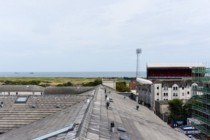 Pittodrie-Street-Aberdeen-Roof-Terrace-4-Unilodgers