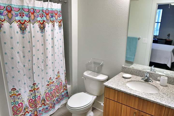 Pointe-San-Marcos-TX-Bathroom-Unilodgers