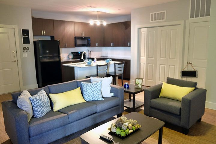 Pointe-San-Marcos-TX-Living-Room-Unilodgers