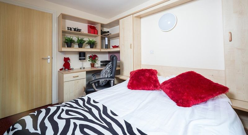 Q-3-Apartments-Manchester-Communal-Area-Unilodgers-14960586021