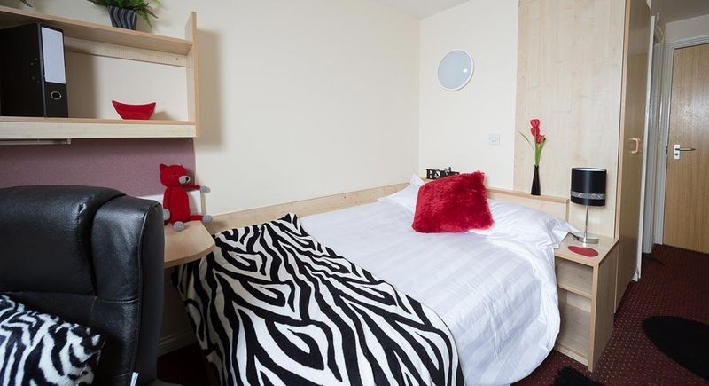 Q-3-Apartments-Manchester-Communal-Area-Unilodgers-14960586022