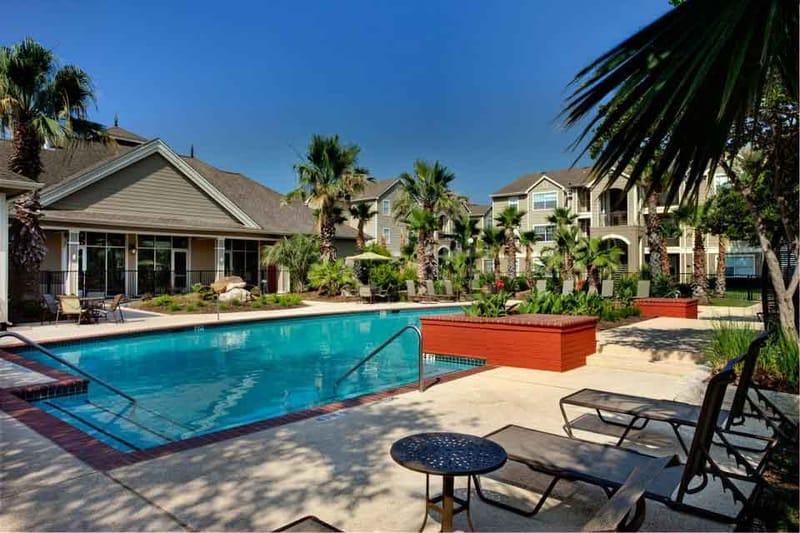 Quad-South-Austin-Tx-Swimming-Pool-Unilodgers