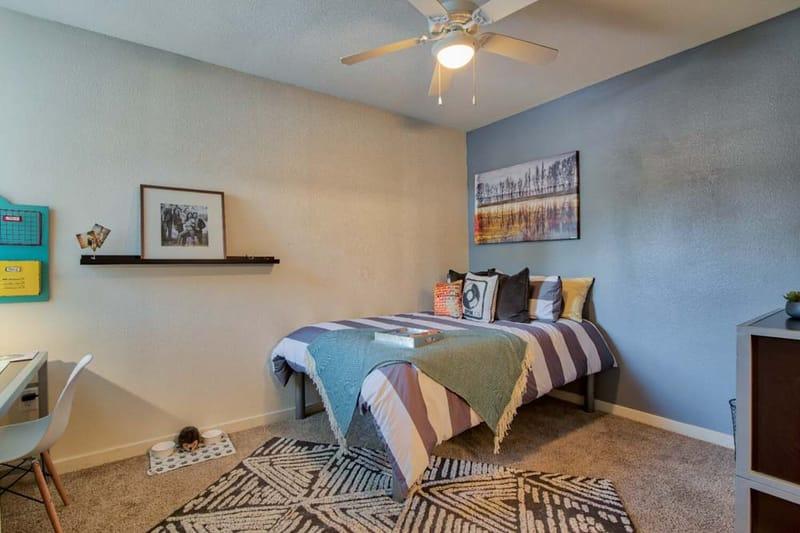 Republic-At-Sam-Houston-Huntsville-TX-Bedroom-Unilodgers