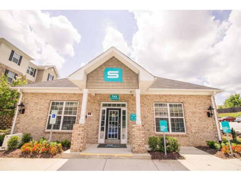 SQ-Fulton-Place-Greensboro-NC-Building-Unilodgers