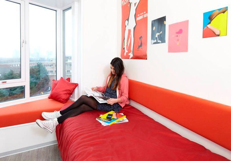 Scape-Mile-End-London-Standard-Windowseat-Studio-1-Unilodgers
