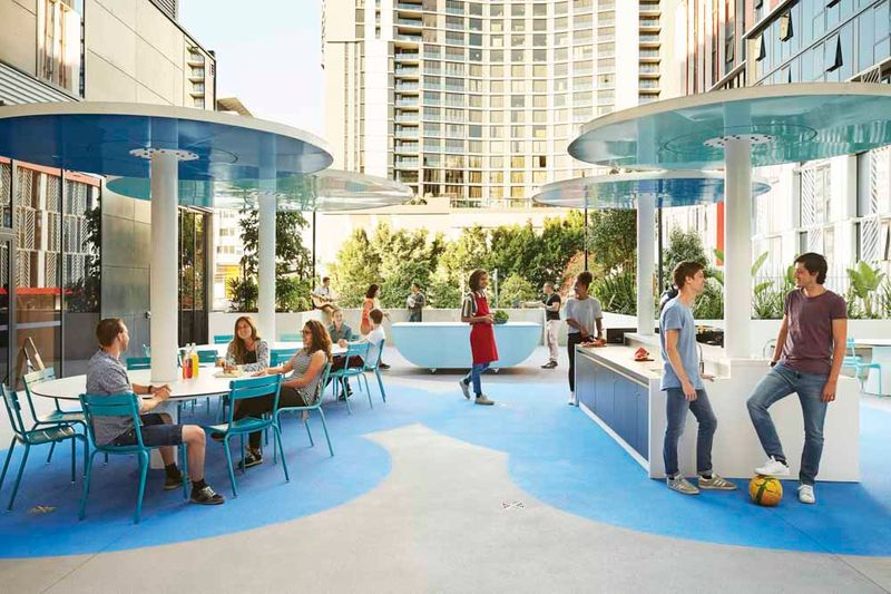 Scape-South-Bank-Brisbane-Outdoor-Courtyard-Unilodgers