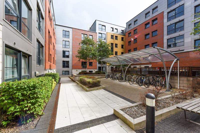 Sheffield-3-Courtyard-Unilodgers