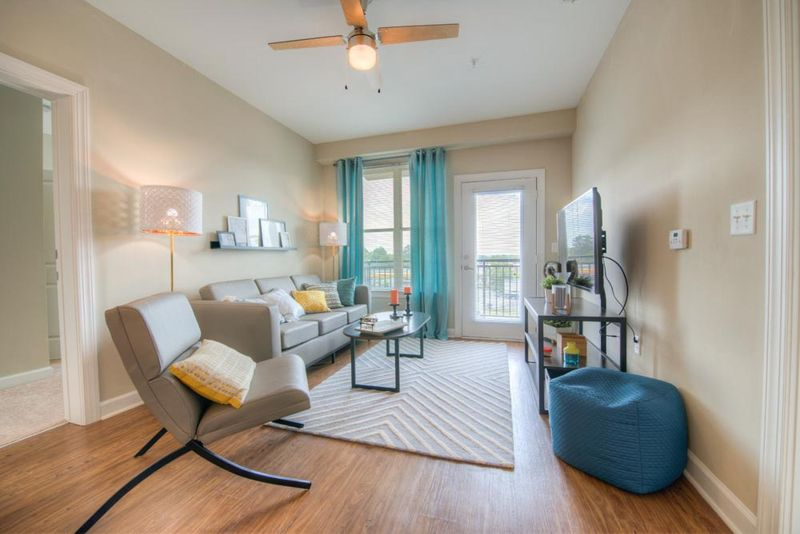 Station-At-Five-Points-Columbia-SC-Living-Area-With-TV-Unilodgers