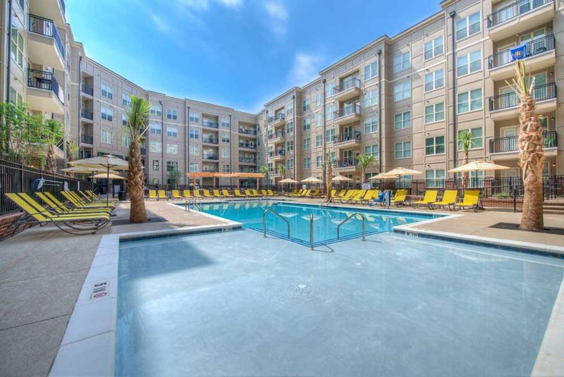 Station-At-Five-Points-Columbia-SC-Swimming-Pool-Unilodgers