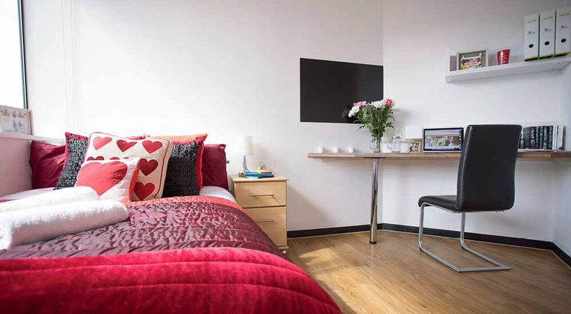 Stratford-Poland-House-London-Classic-2-Bed-Unilodgers
