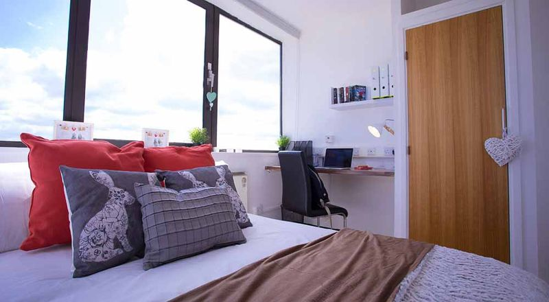 Stratford-Poland-House-London-Classic-6-Bed-1-Unilodgers